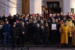 Крестный ход трезвенников прошел в Александро-Невской лавре