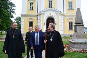 Епископ Выборгский и Приозерский Игнатий встретился с главой «РОСНЕФТИ» Игорем Сечиным на Коневце