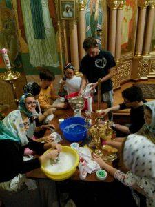 В Воскресенском Новодевичьем монастыре Санкт-Петербурга завершилась работа лагеря для иностранных волонтеров