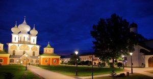 Успенский монастырь в Тихвине получил художественную подсветку
