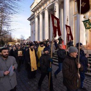 В Александро-Невской Лавре прошел крестный ход против пьянства