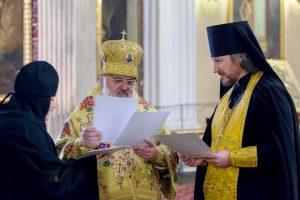 Свидетельства о прохождении аттестации были вручены работникам свечных ящиков монастырского благочиния